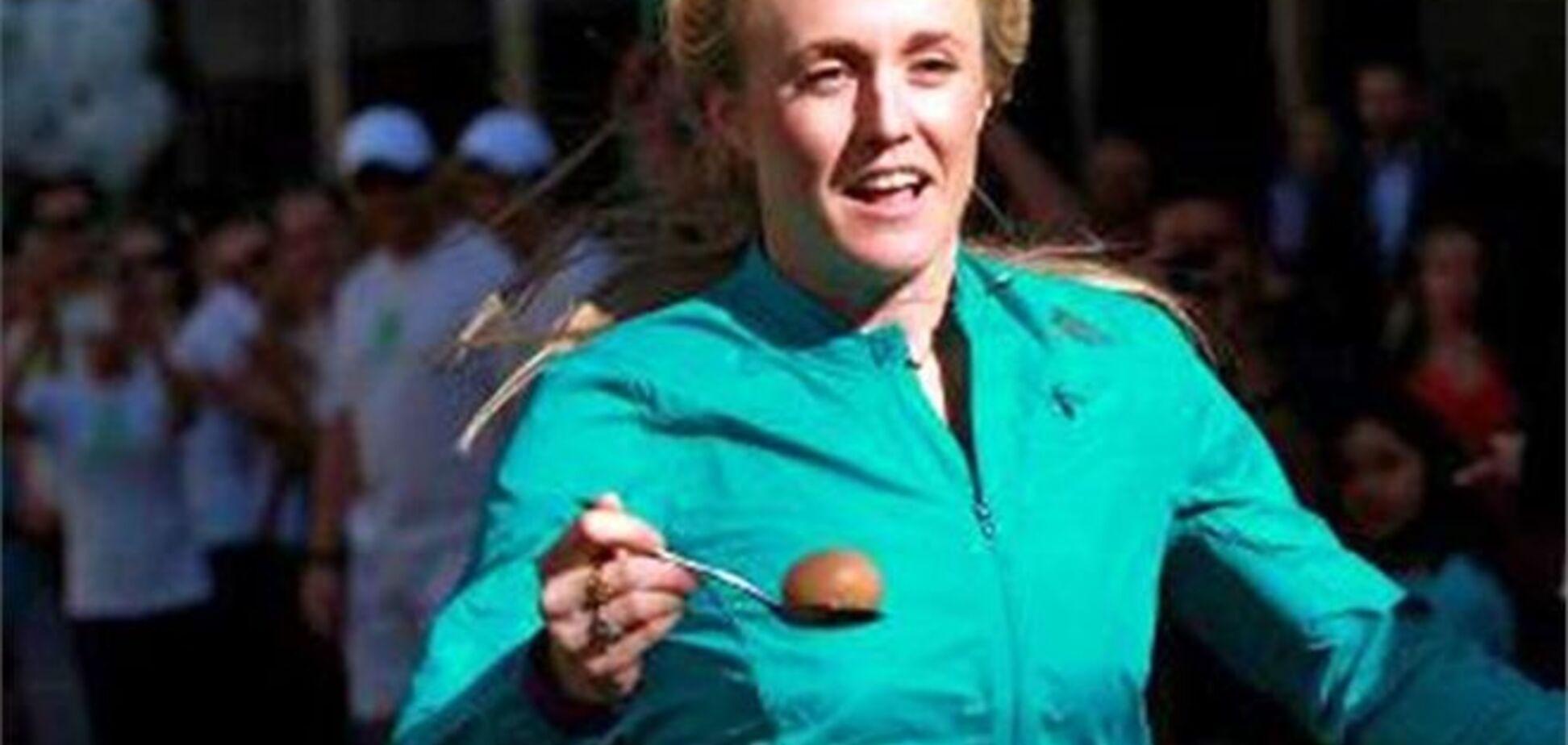 Олимпийская чемпионка установила рекорд в забеге с яйцом и ложкой