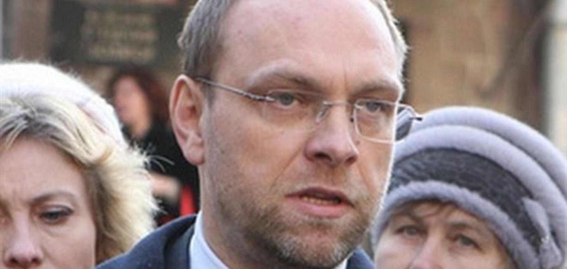 Власенко: власть распространяет от моего имени абсурдные комментарии о секс-меньшинствах