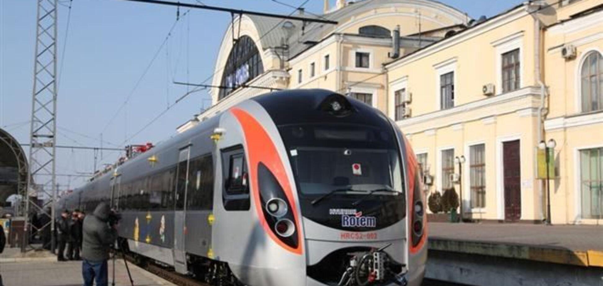 Суд покарав 'Укрзалізницю' за запізнення Hyundai