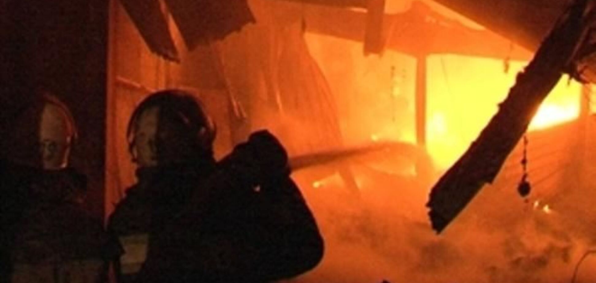 Вночі в Дніпропетровську горіли 1000 квадратних метрів складів