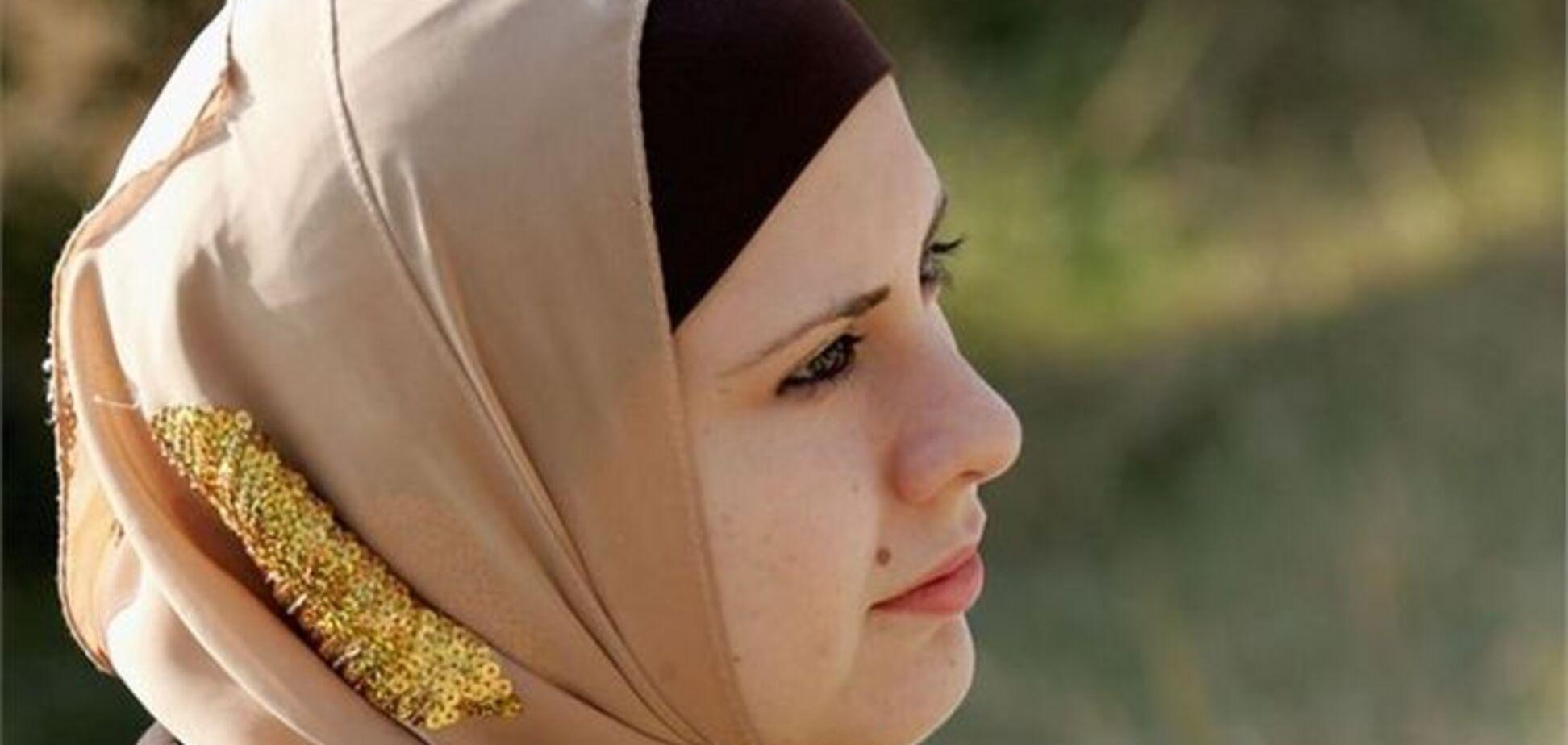 Кримчанка судиться через фото в хіджабі в паспорті