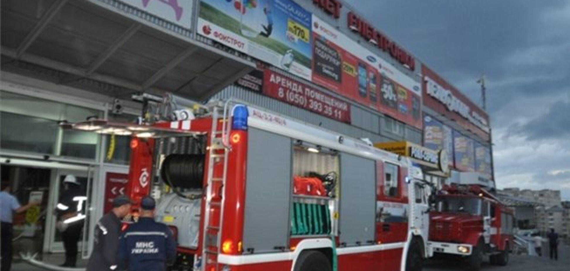 У торговому центрі 'Фокстрот' через пожежу евакуювали покупців