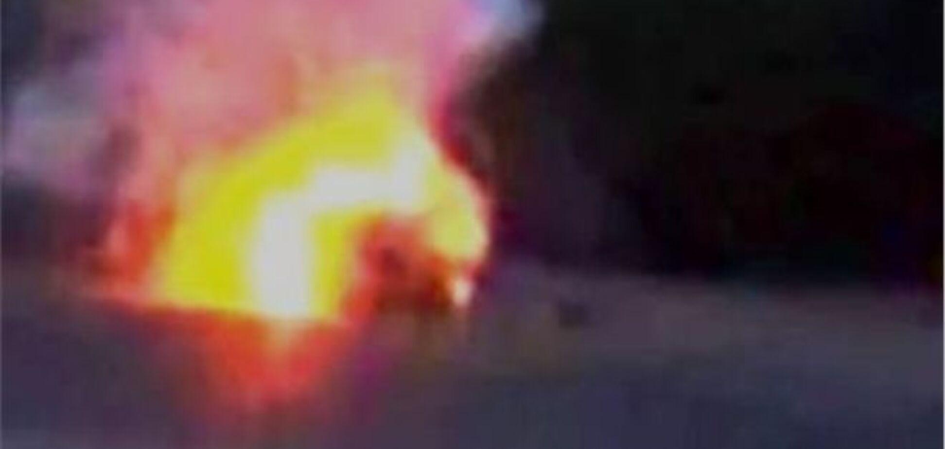 Співробітники ДАІ витягнули трьох осіб з палаючого автомобіля