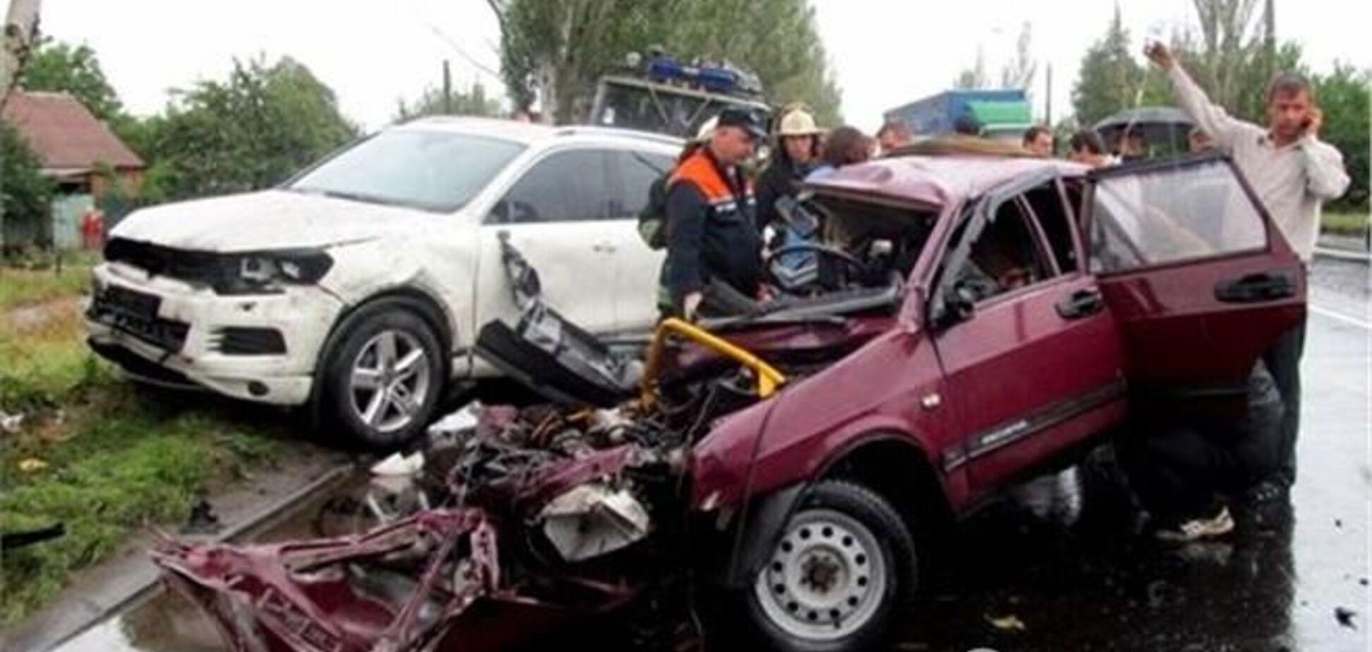 Потрійне ДТП в Донецькій області: одна людина загинула, дев'ятеро постраждали