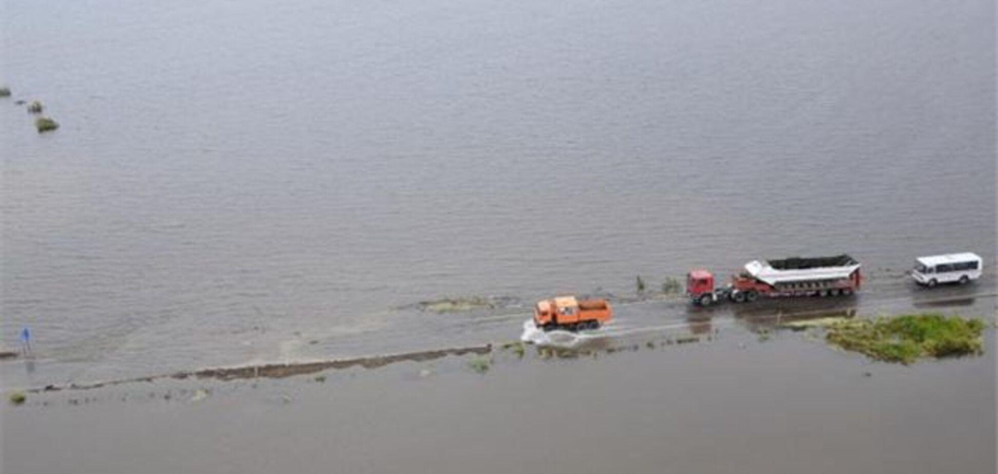 Во время паводка на Дальнем Востоке утонул 'КамАз' с солдатом