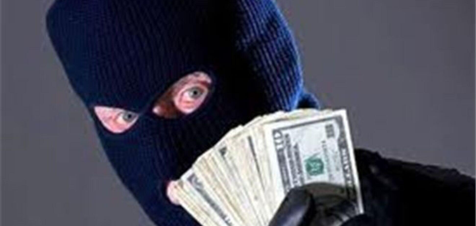 ПриватБанк оголосив нагороду за упіймання зломщика терміналу