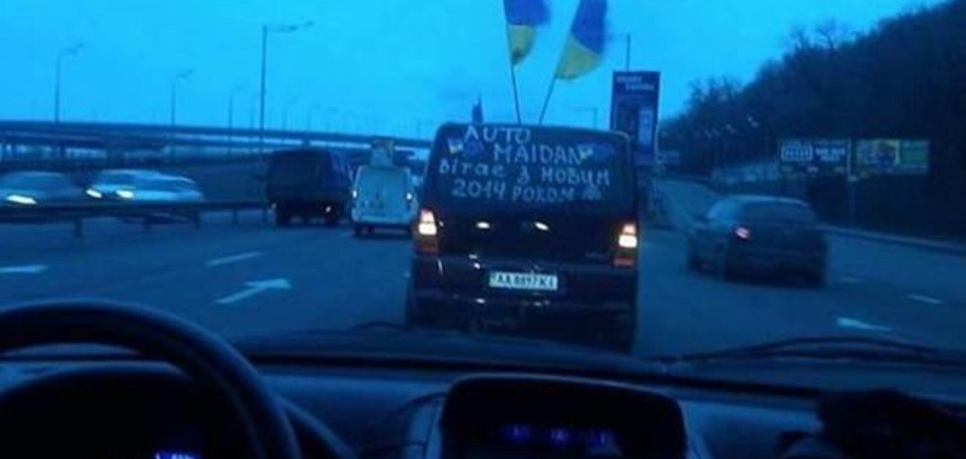 Автомайдановцы заблокировали автобусы с 'Беркутом'