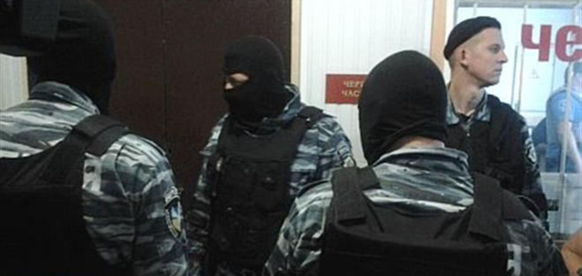 Экс-милиционер избил участника штурма Врадиевского райотдела