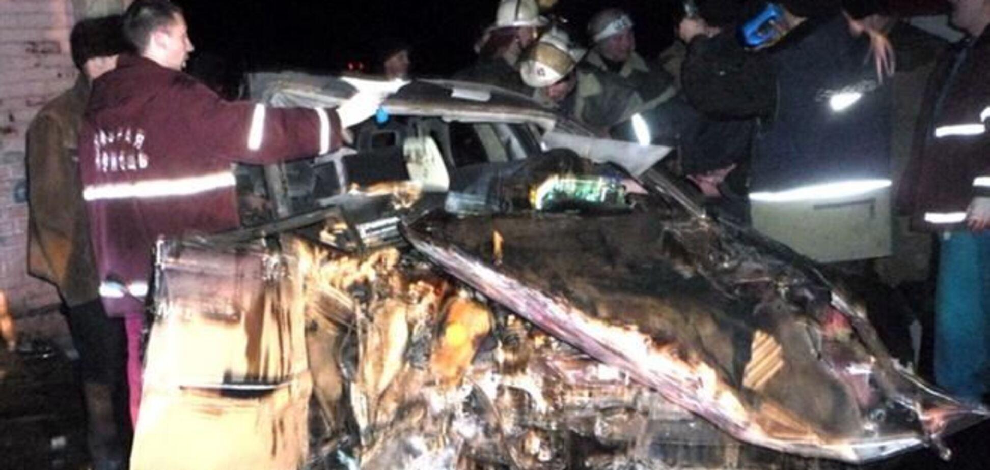 На Луганщине авто влетело в бывший пост ГАИ
