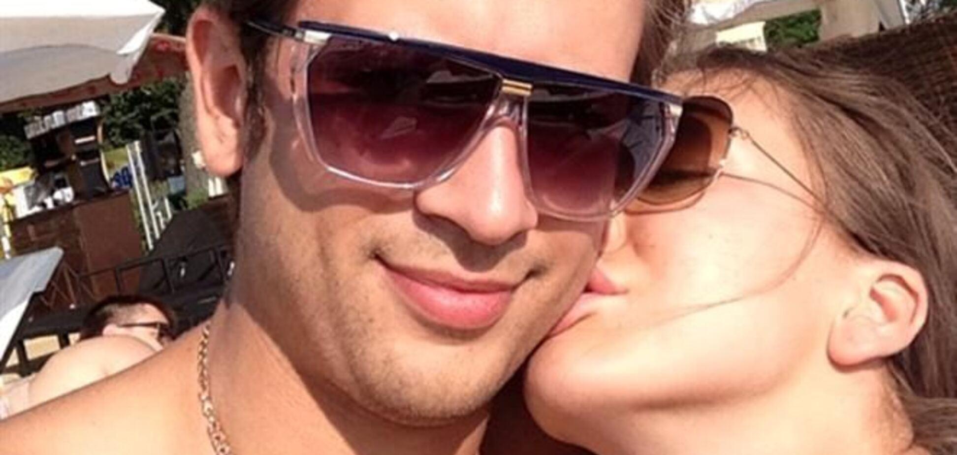 Ступка выложил в сеть интимные фото со своей невестой