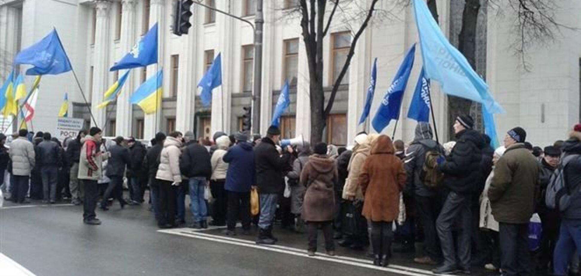 Азаров подякував антімайдановцев за підтримку