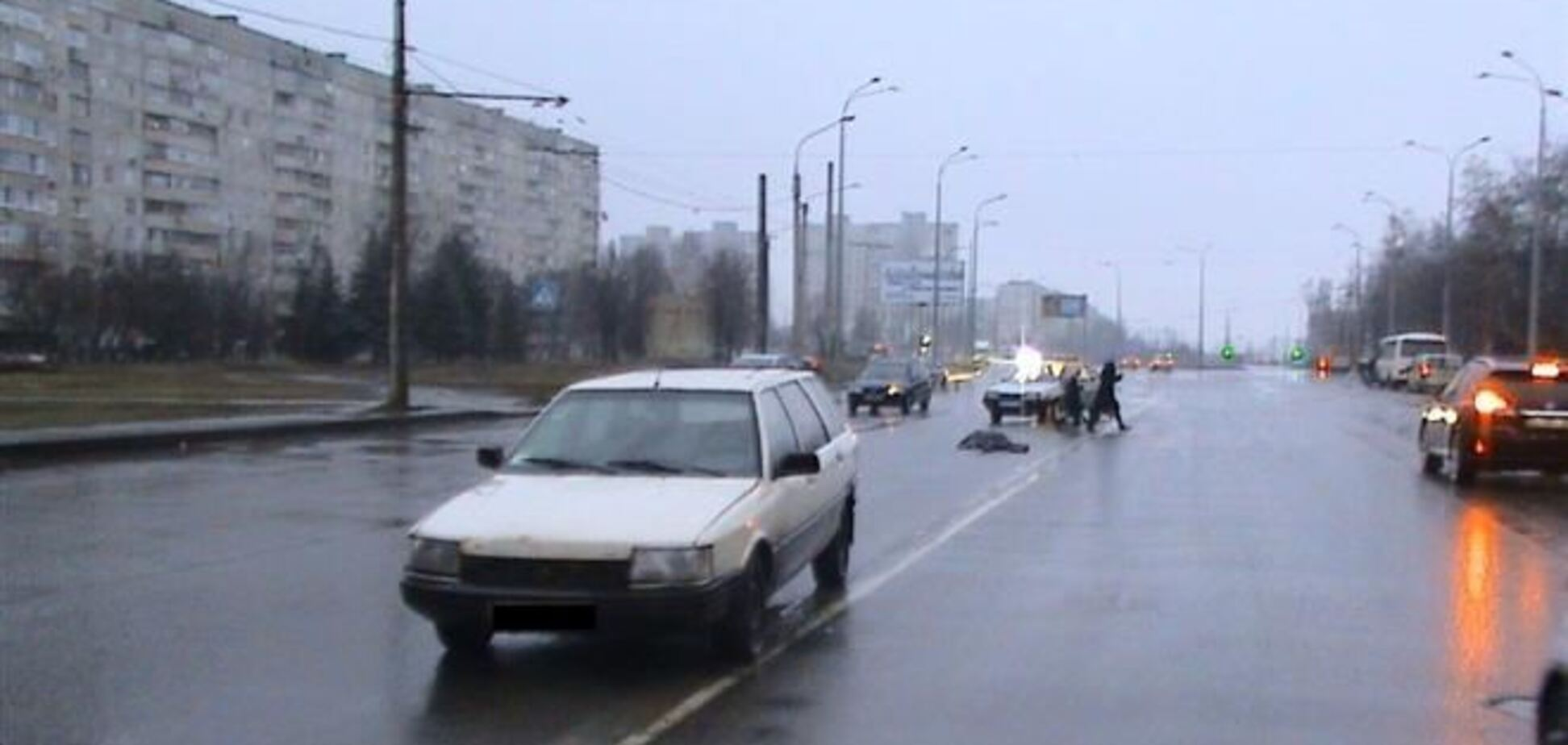 Пешехода в Харькове переехали две машины