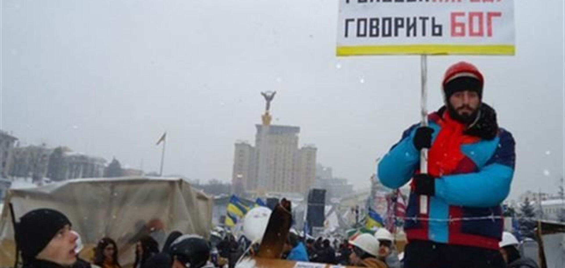На Днепропетровщине к дому погибшего активиста Сергея Нигояна сходятся люди