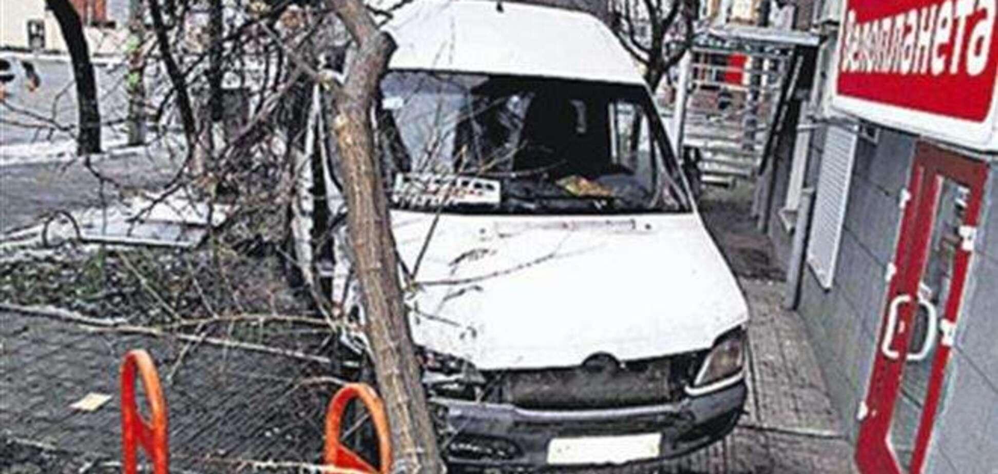 Таксі врізалося в маршрутку в Києві