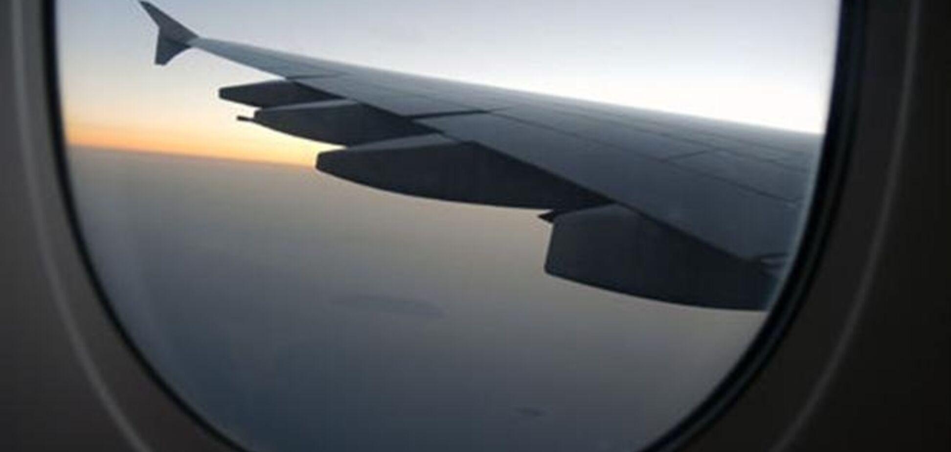 Летіли в Таїланд подружжя влаштувало в літаку п'яний дебош