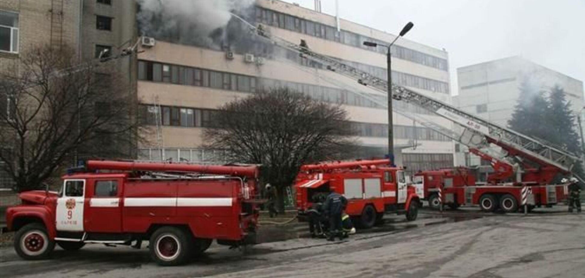 Прокуратура рассматривает две версии пожара на харьковском ювелирном заводе