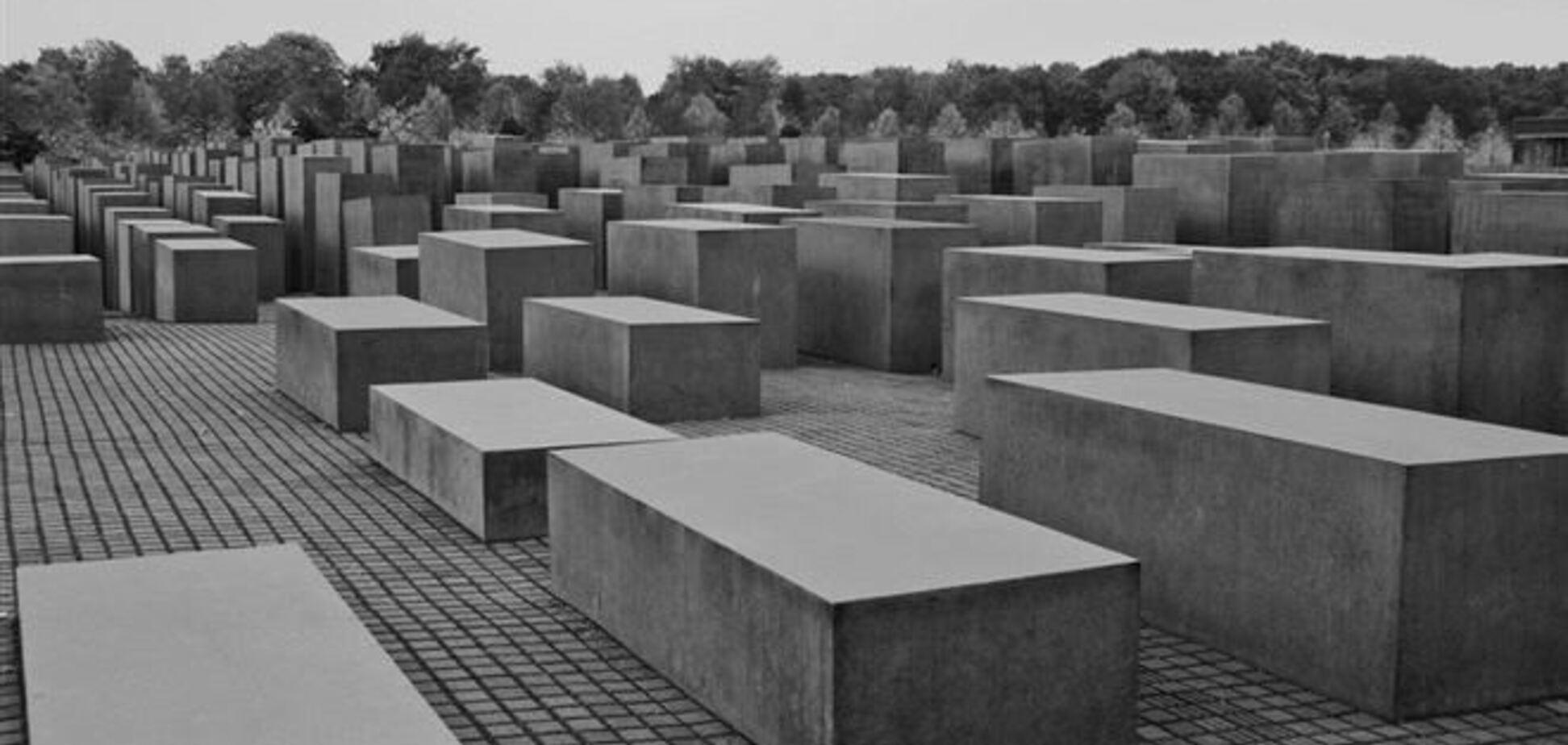 П'яний німець осквернив меморіал жертвам Голокосту в Берліні