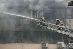 СМИ: причиной пожара на 'Хартроне' могло стать рождественское застолье