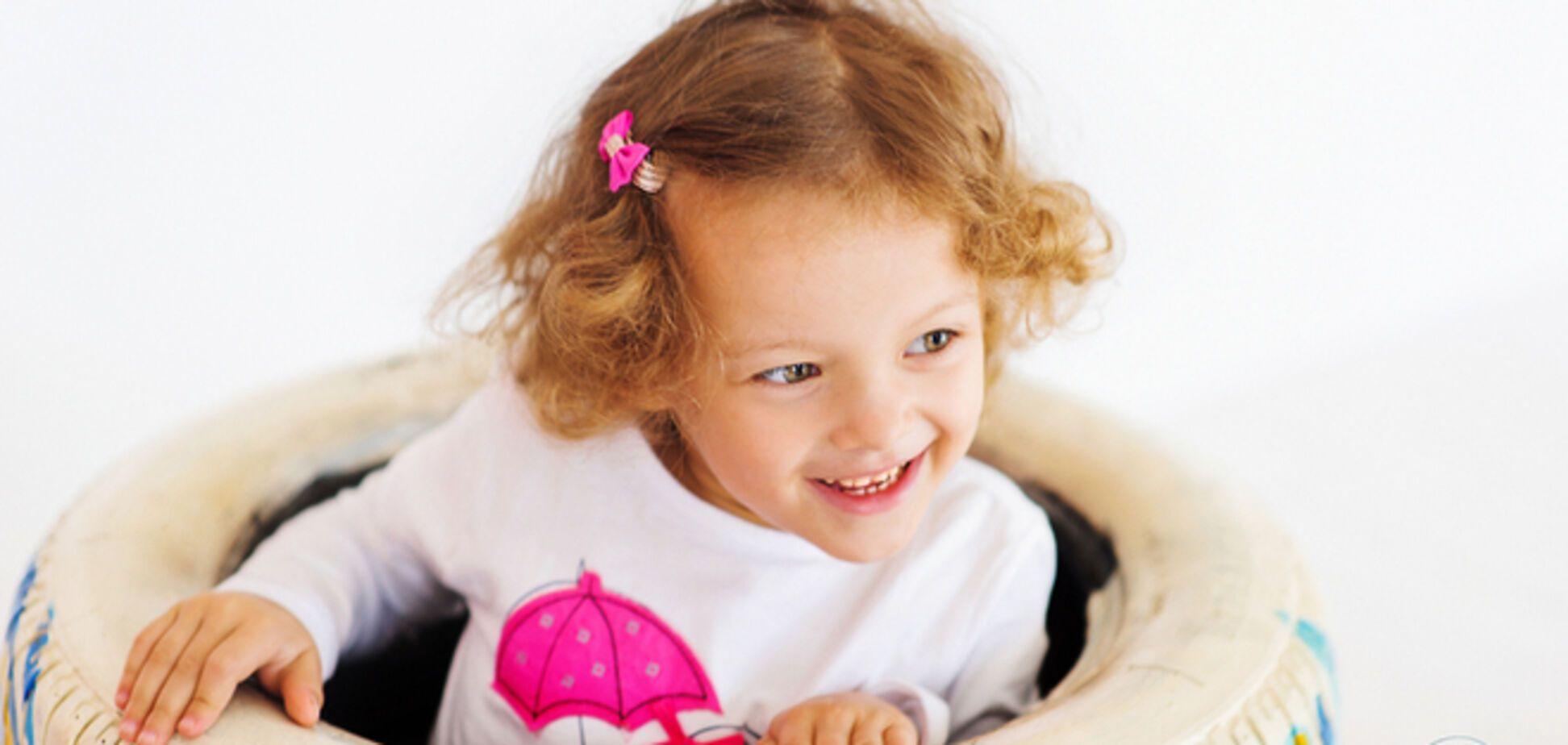 5-летняя девочка с аутизмом дружит с вымышленными животными и боится ходить без носков