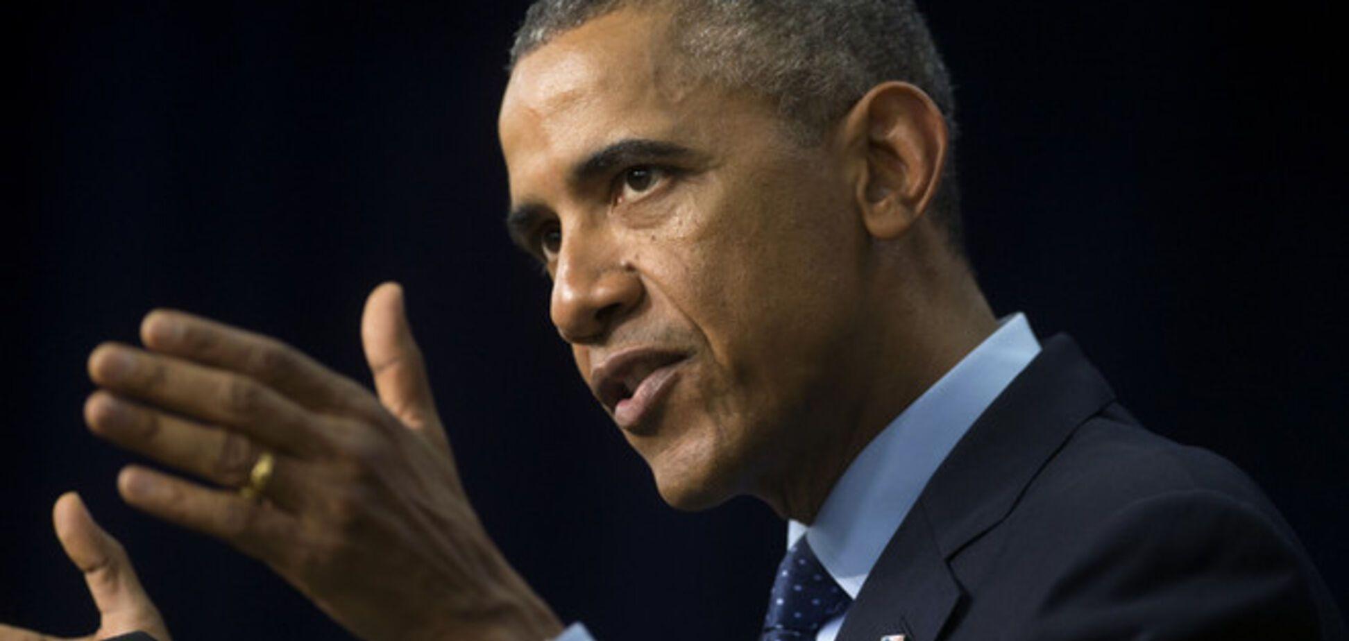 Обама обнял и поцеловал ухаживающих за больными вирусом Эбола медсестер