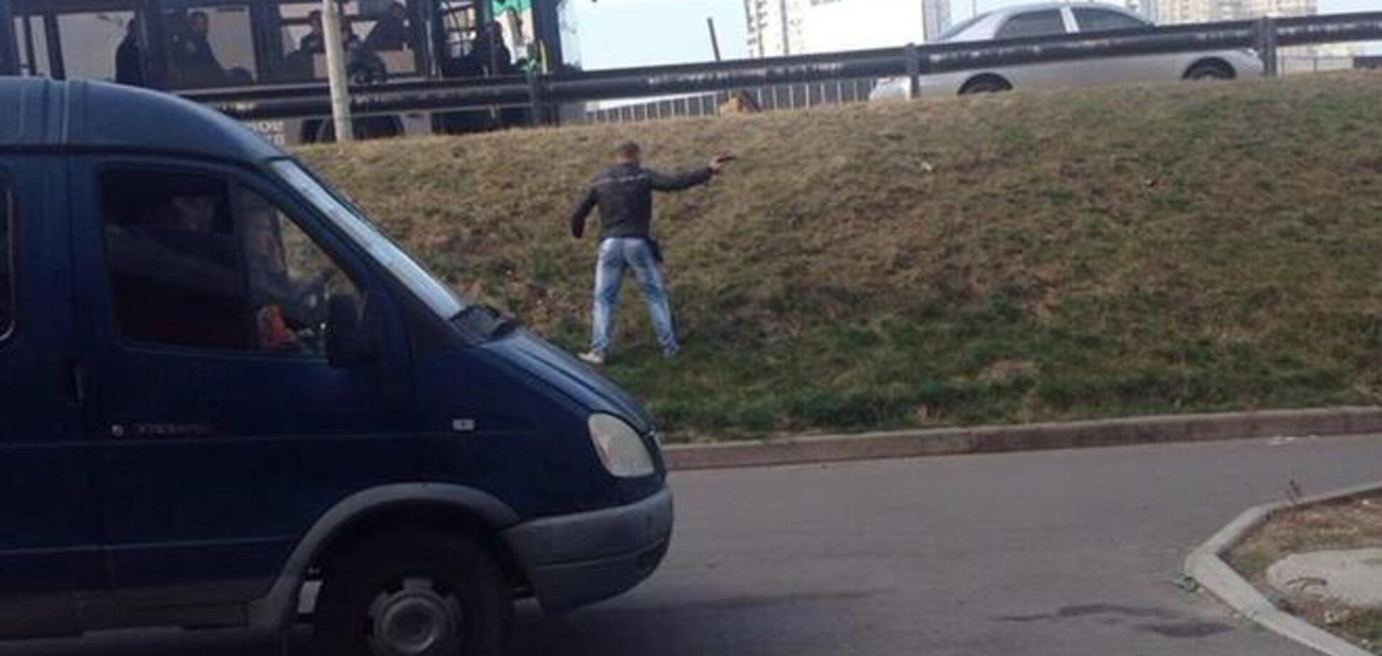 В Киеве вооруженные молодчики напали на коммунальщиков