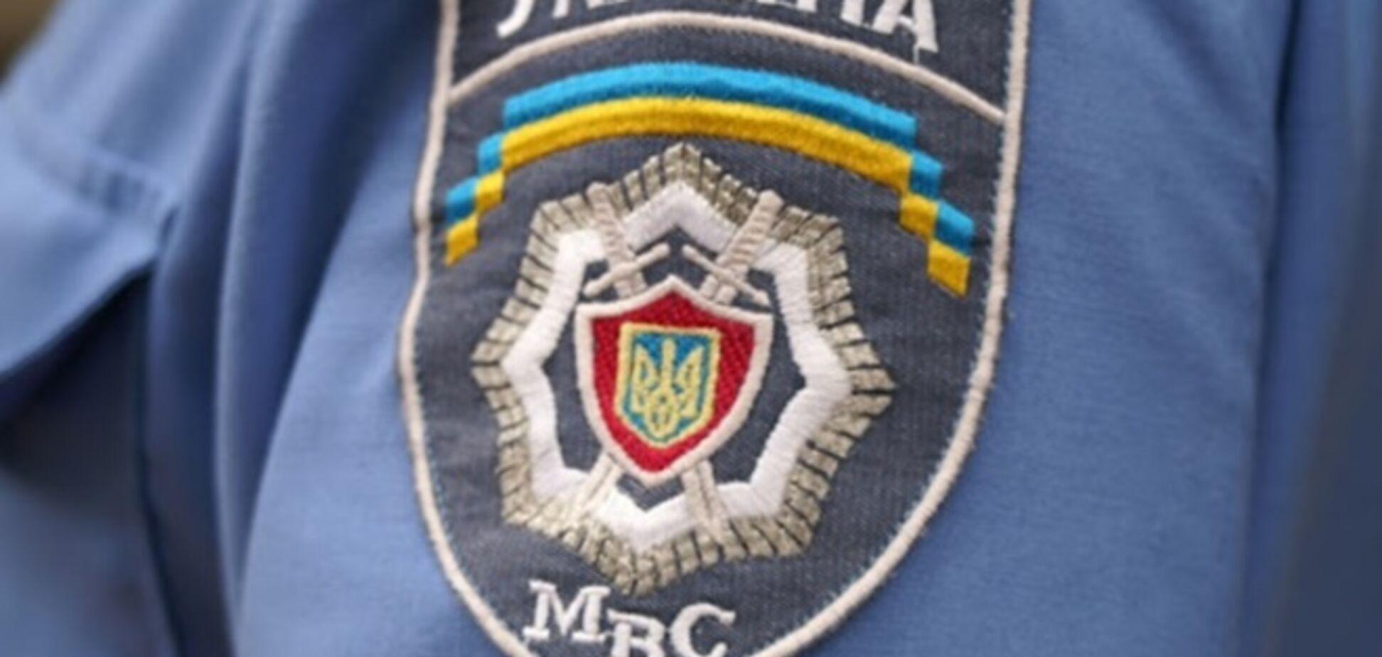 В Киеве милиционер ограбил на вечеринке девушек