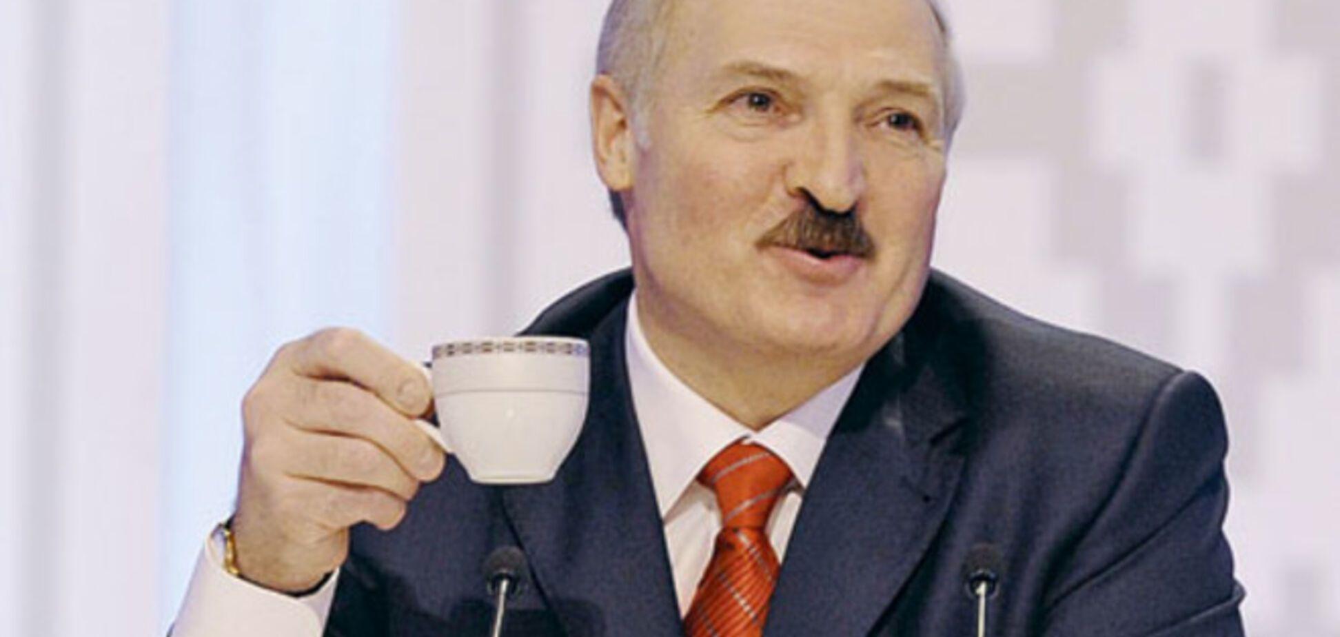 Лукашенко похвастался белорусскими продуктами: в нашей колбасе никогда не было туалетной бумаги, в отличие от российской