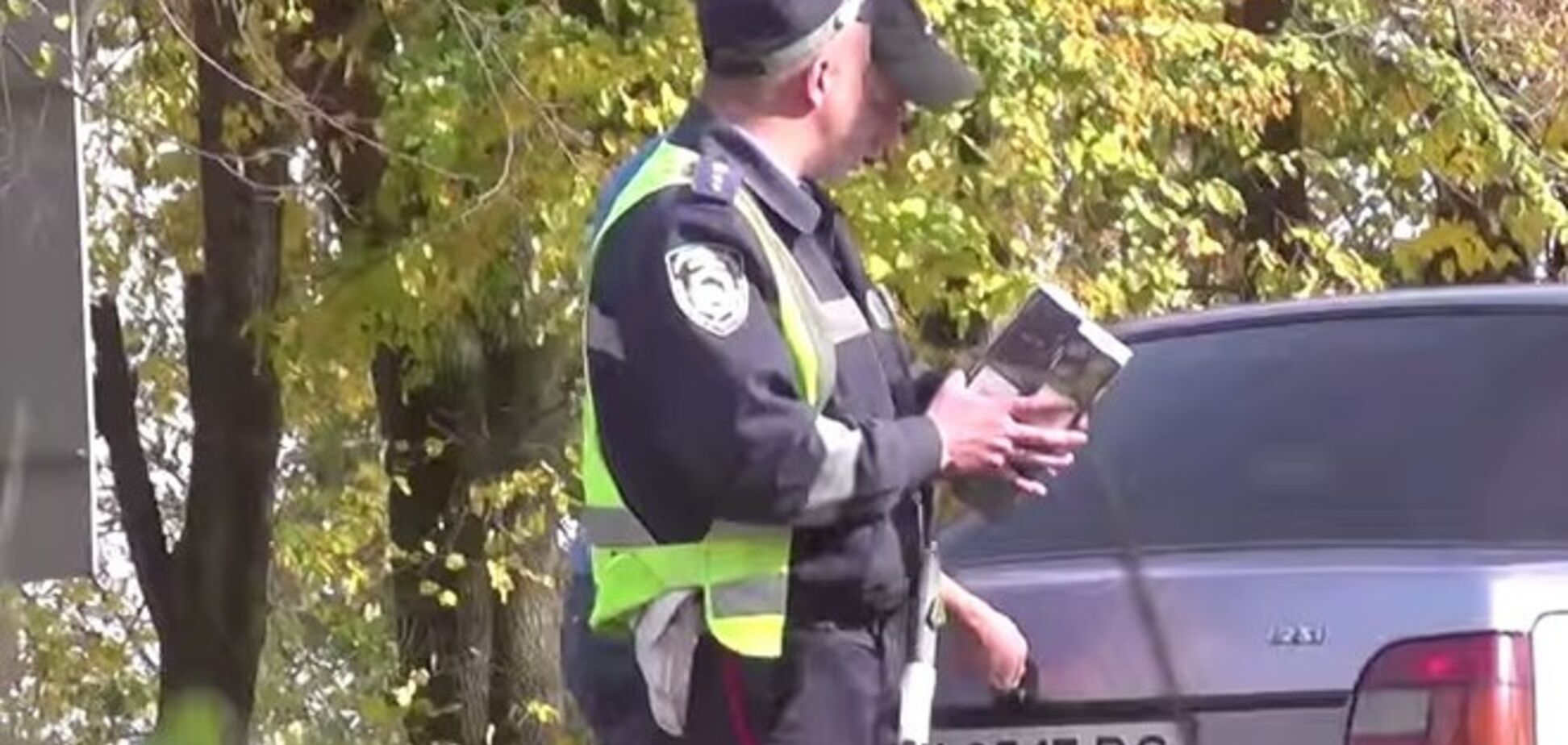 На Винниччине гаишники отобрали у водителя презервативы: опубликовано видео