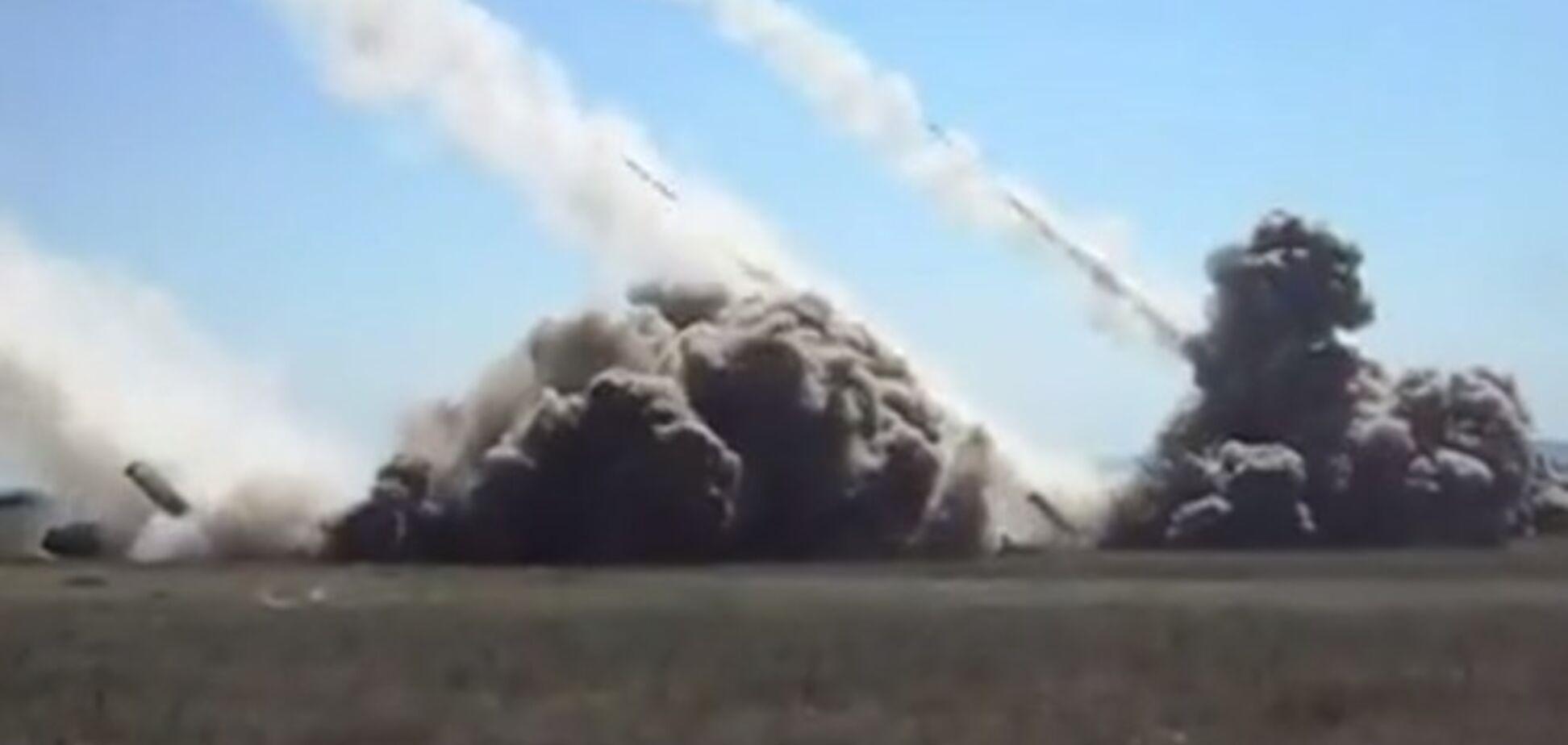 В сети опубликовали видео 'обработки' позиций террористов 'Смерчами'