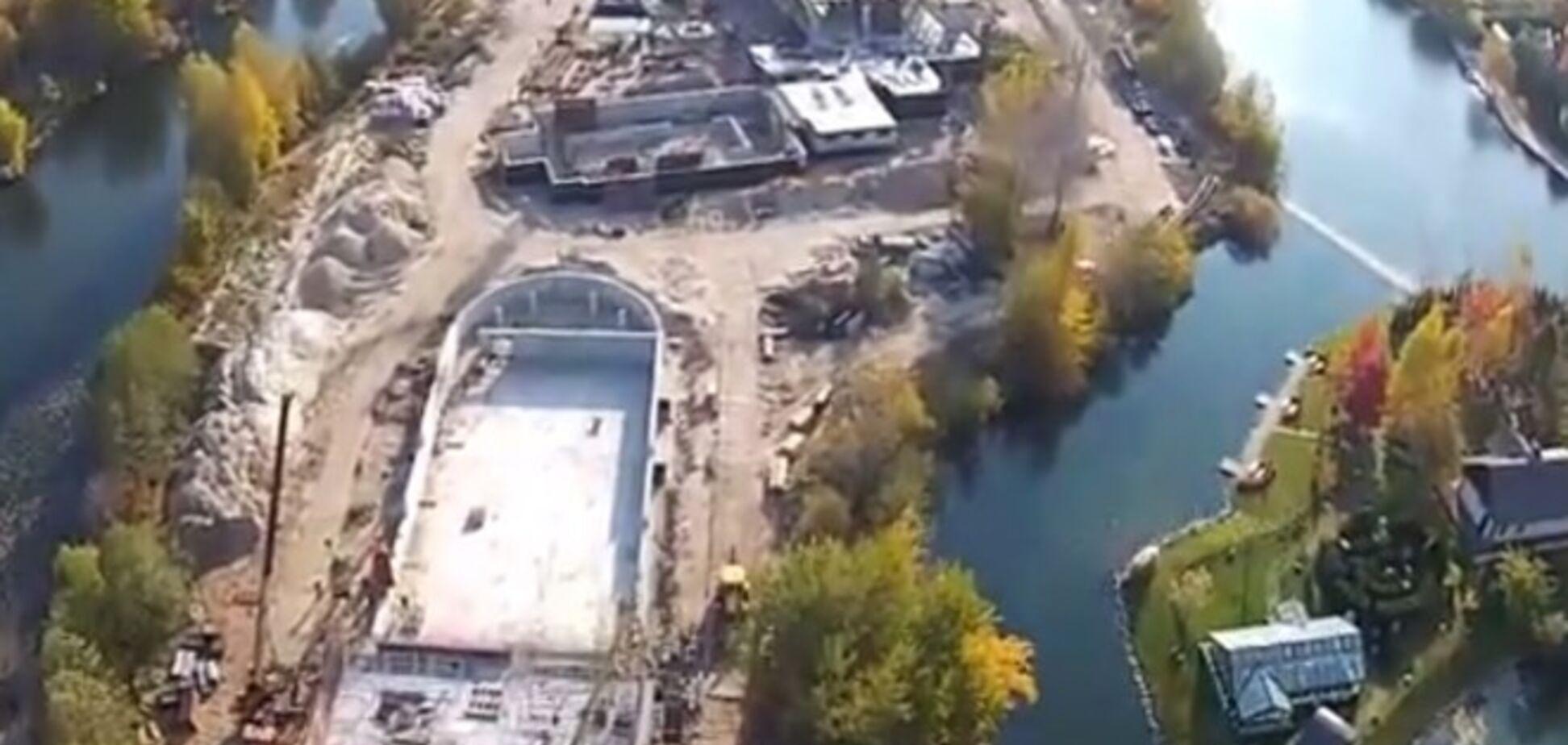 В сети появилось видео строительства помпезной дачи Левочкина в Конча-Заспе