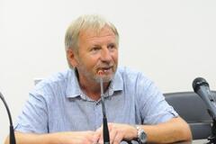 Пребывающего в коме тренера 'Севастополя' не могут отправить на лечение в Москву