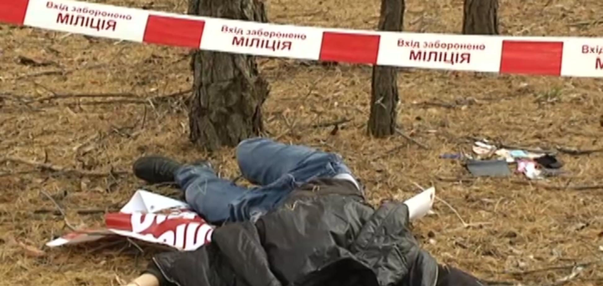 В лесу под Киевом нашли мертвого студента, который лежал на плакате кандидата в Раду