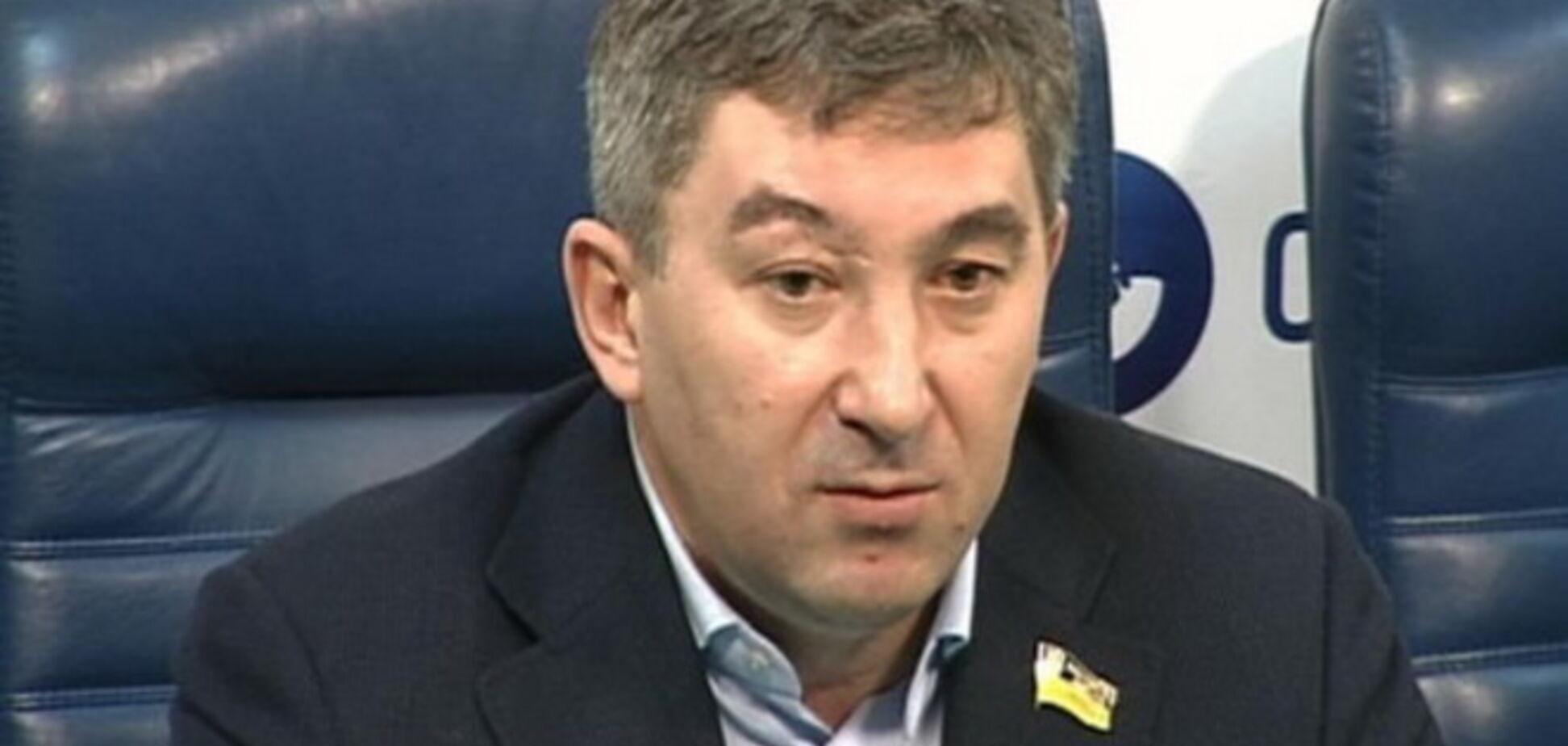 Кандидат в нардепы пожаловался Порошенко на избиение помощницы людьми Поплавского