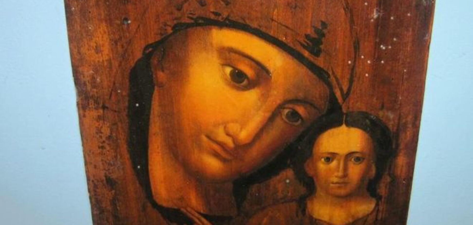 'Духовные скрепы'. Россиянка пыталась вынести из Украины церковные ценности
