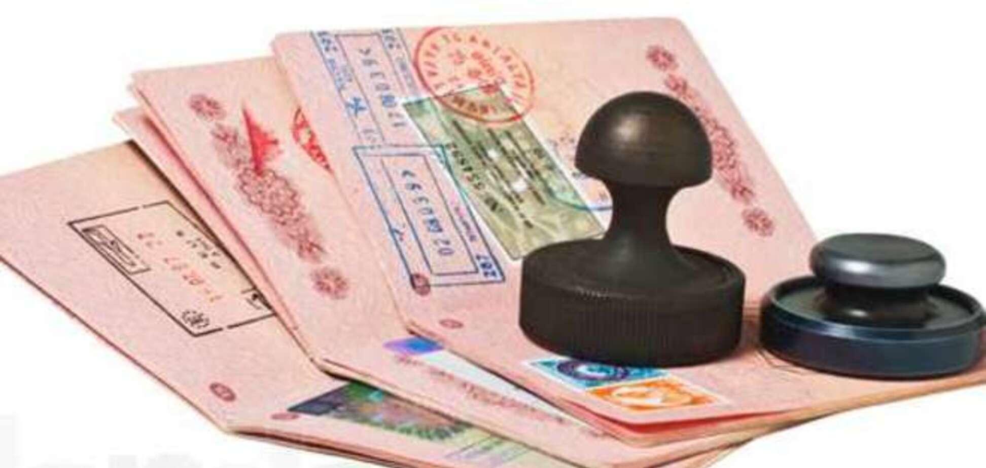 Крымчанам с российским паспортом за шенгенской визой придется ехать в Украину