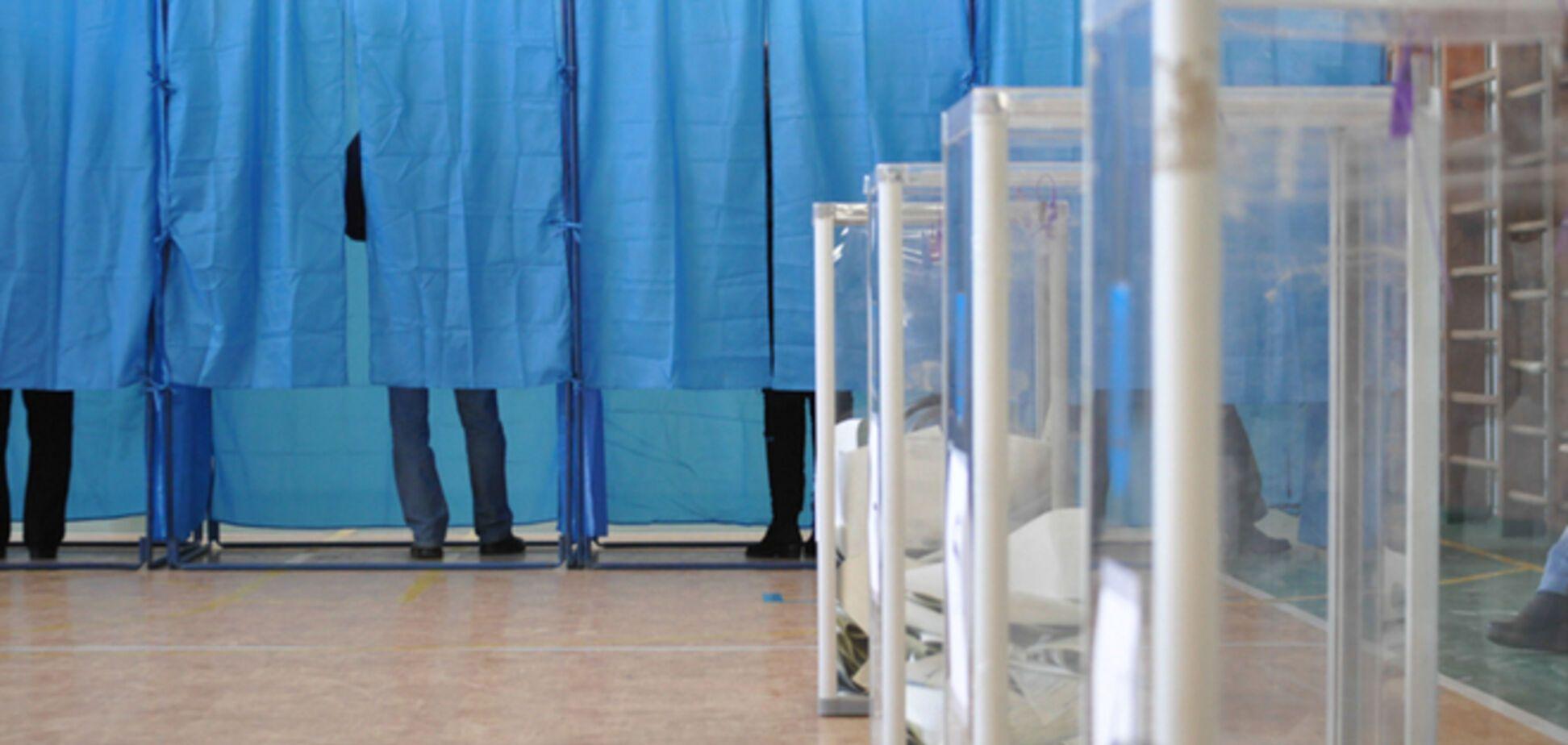 Милиция отчиталась о нарушениях на выборах: подкупы, минирования и оружие на участках