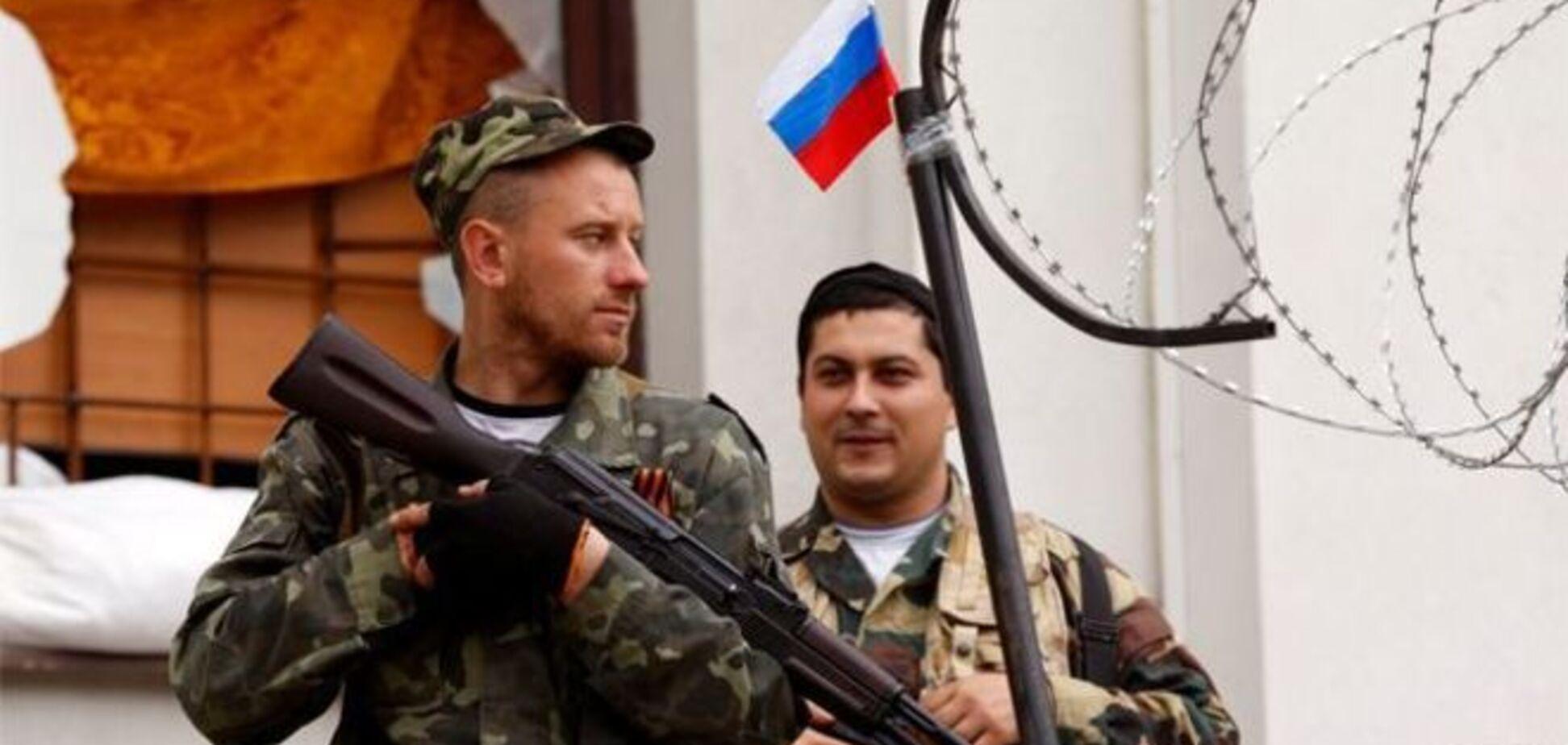 На Донетчине милиция в присутствии вооруженных людей выводит наблюдателей из помещения ОИК
