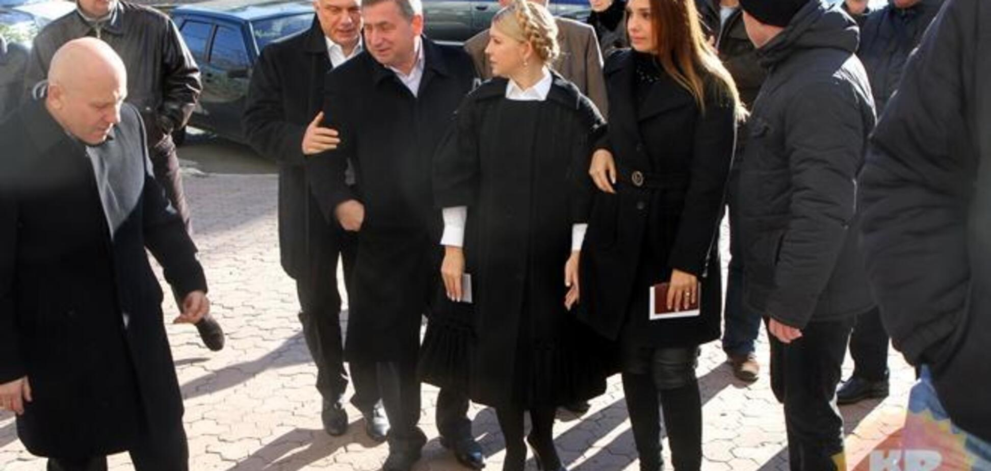 Семья Тимошенко приехала голосовать на разных машинах