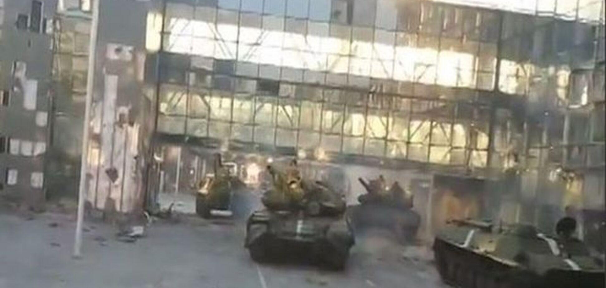 В сети появилось эксклюзивное видео танкового боя между 'киборгами' и террористами