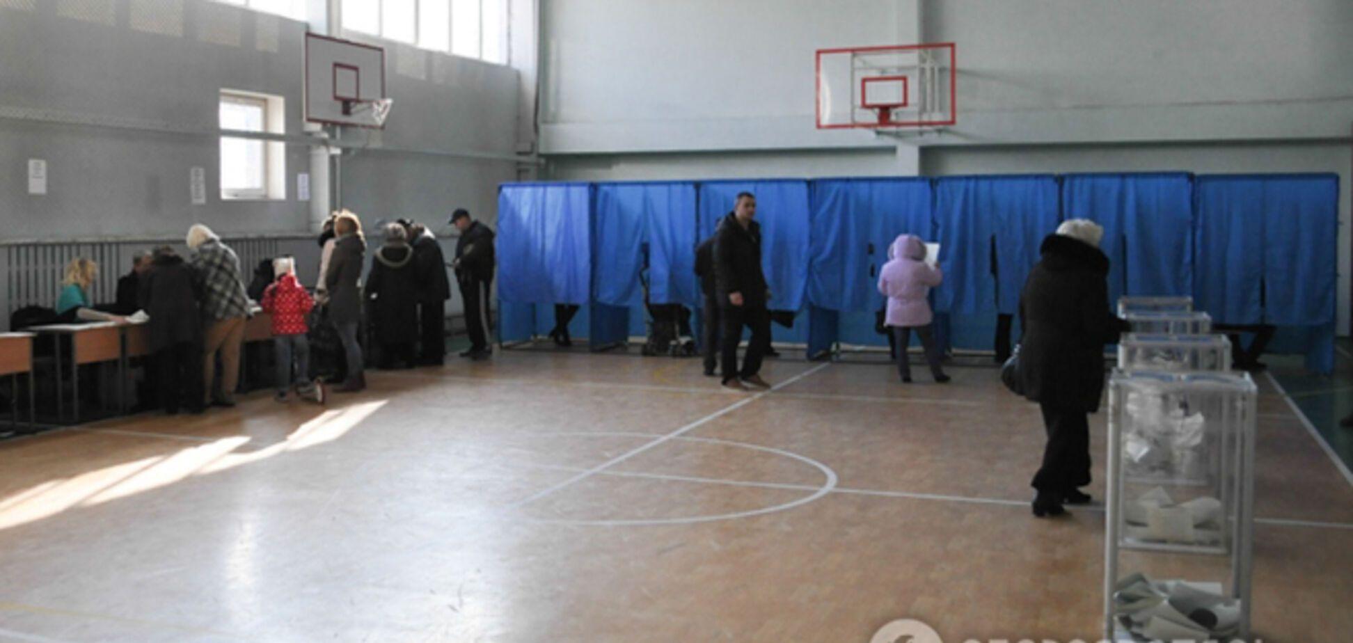 В милицию Киева поступило несколько десятков сообщений о нарушениях на участках
