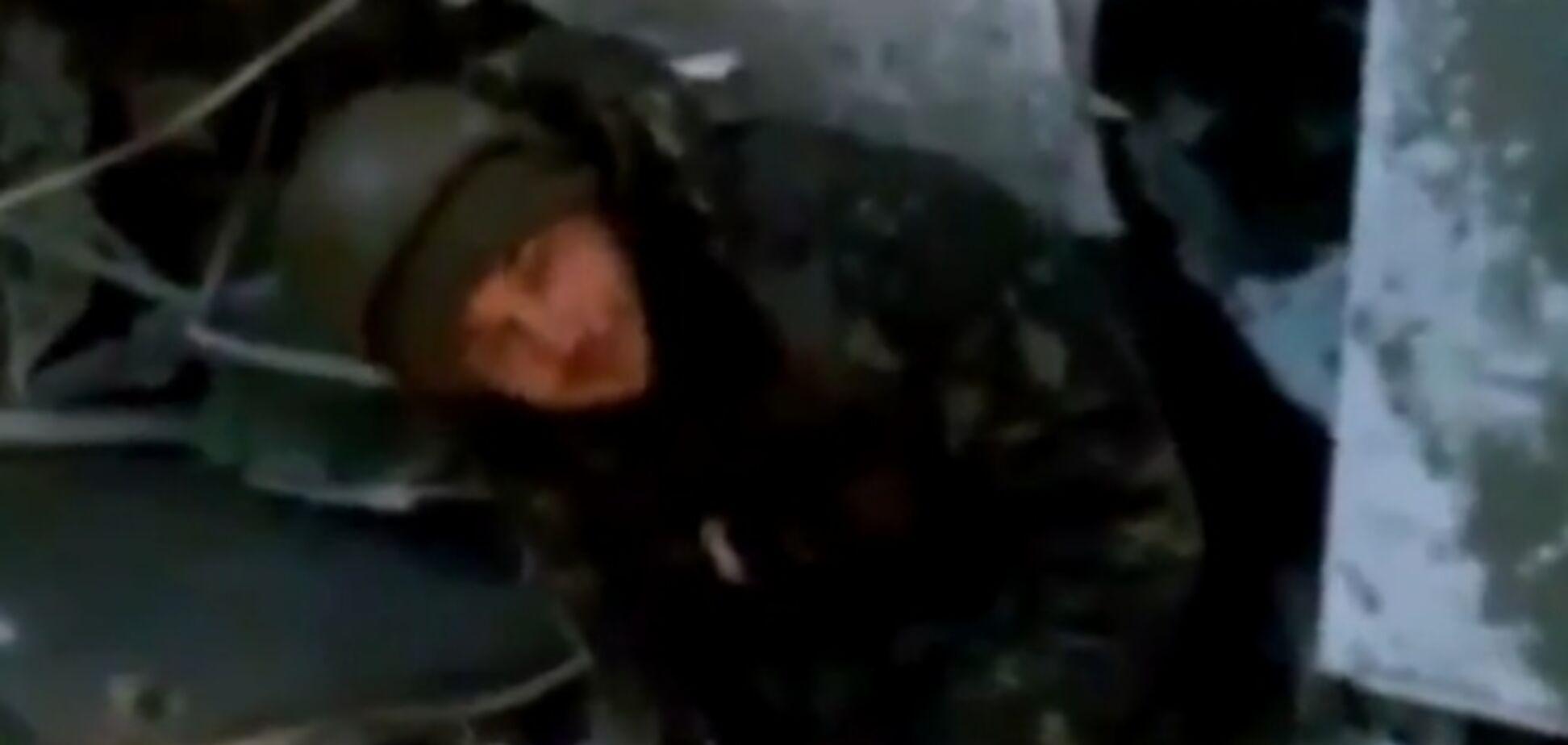 'Кіборги' показали український прапор в аеропорту Донецька: опубліковано відео