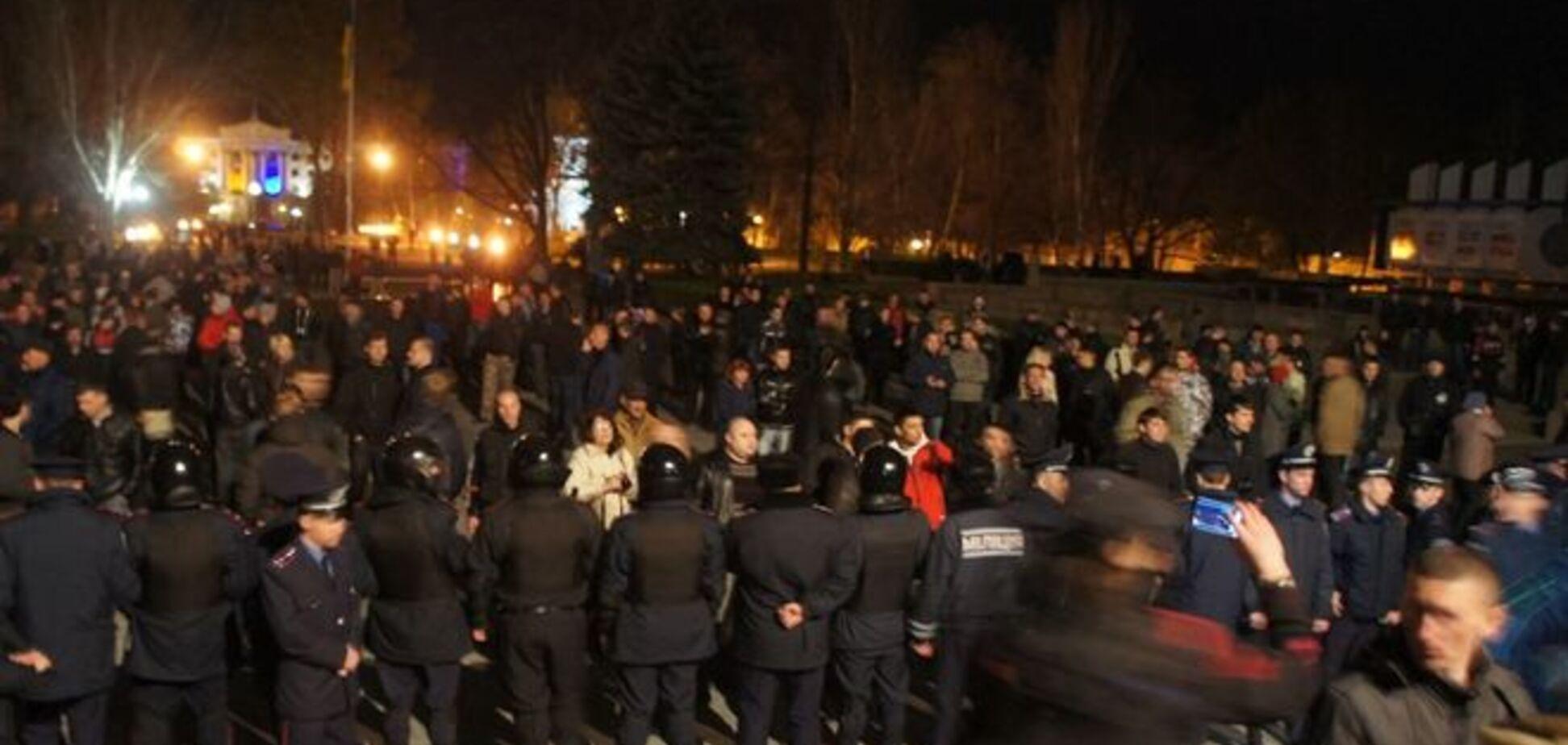 Неизвестные заблокировали 96 ОИК в Вышгороде: началась потасовка, бюллетени валяются под ногами