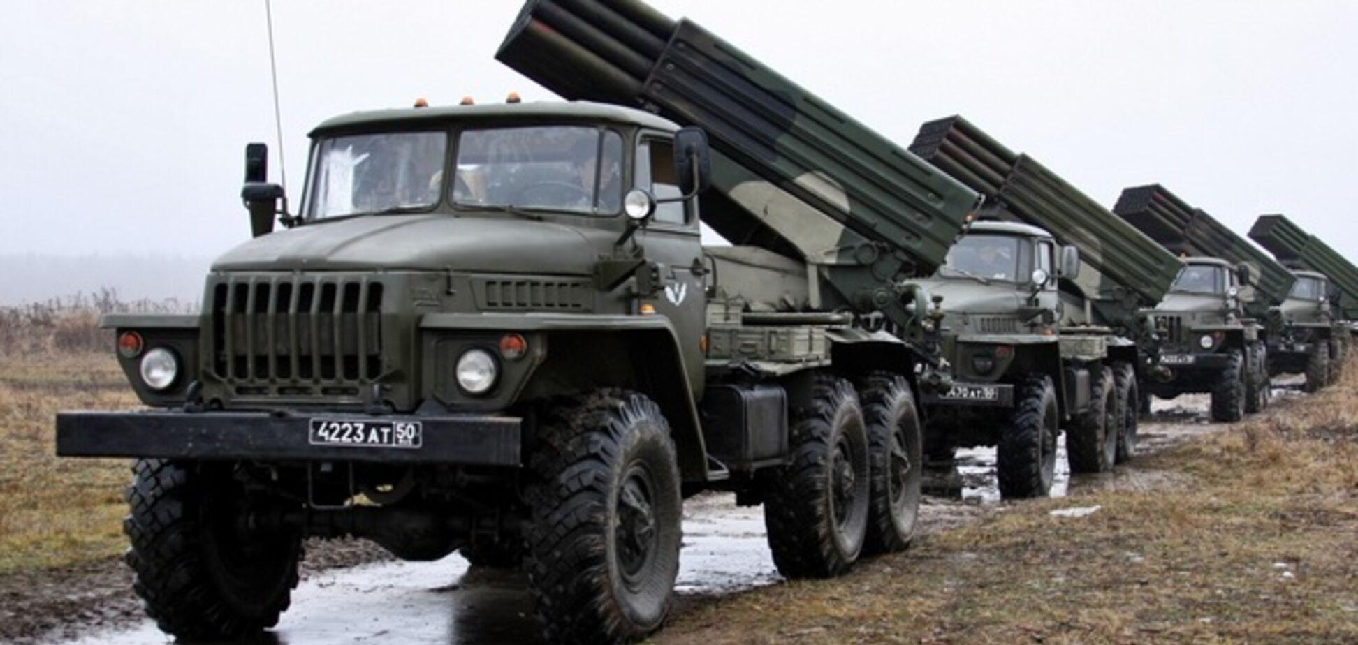 На Донбасс вошли новые колонны военной техники РФ, обещают бойцам АТО 'тяжелый понедельник'  - СМИ