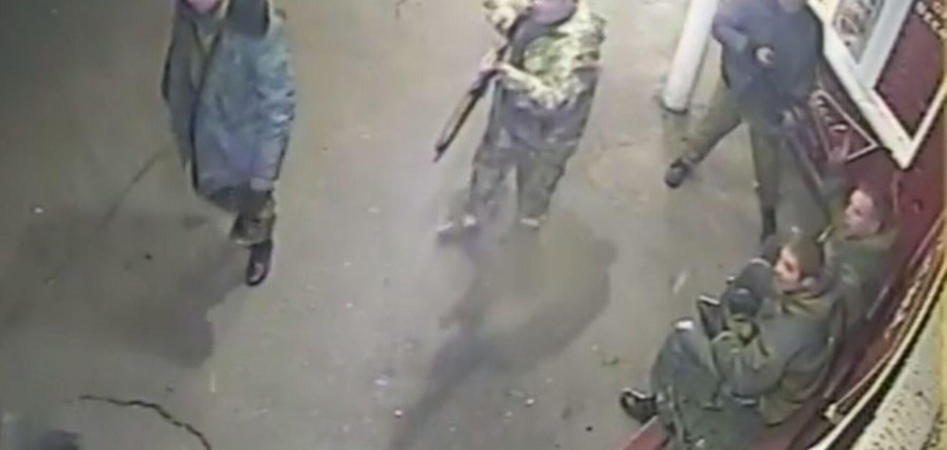 В сети появилось видео зверских избиений мирных жителей Донецка террористами 'Оплота'