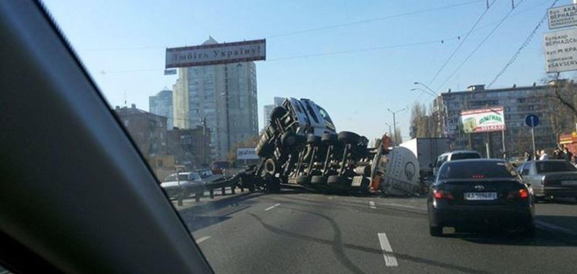 ДТП с фурой подсолнечного масла в Киеве: новые подробности