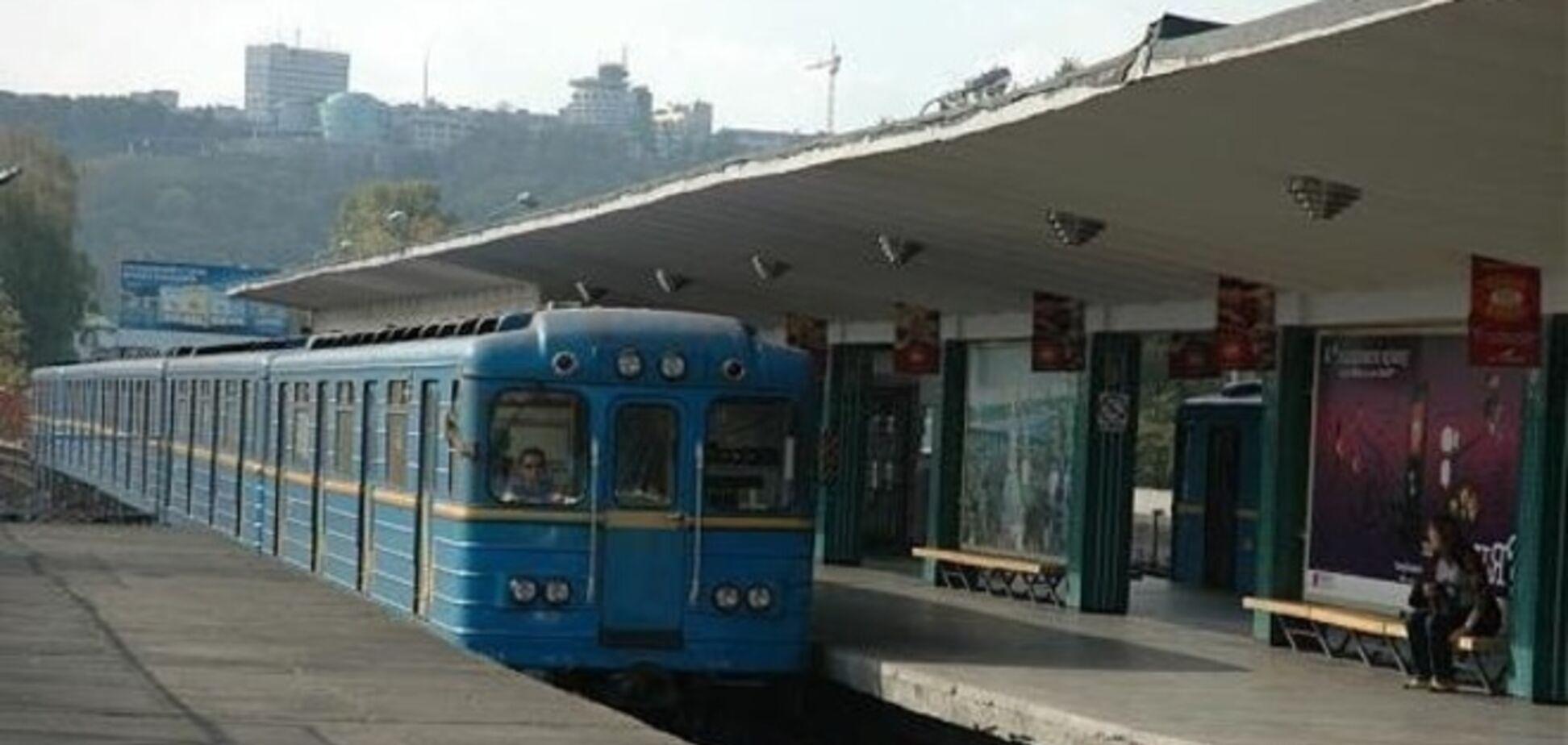 В Киеве снова закрыта станция метро 'Дарница' из-за сообщения о заминировании
