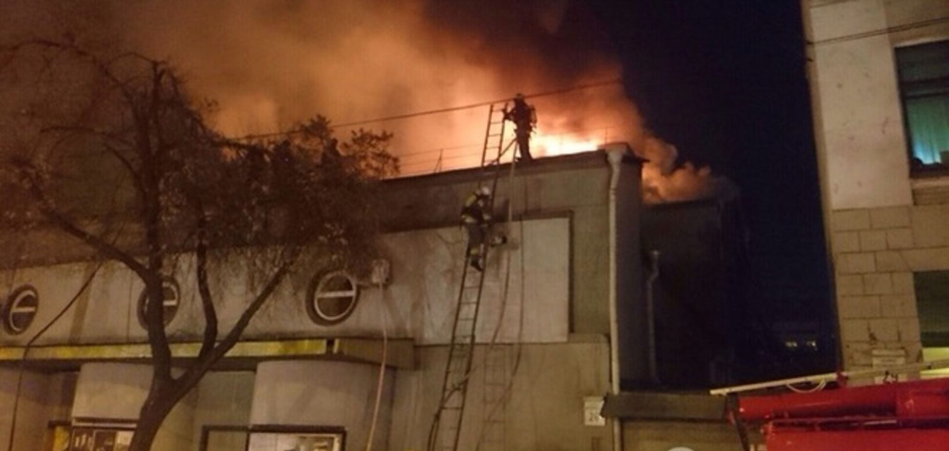В Киеве горел кинотеатр 'Жовтень', Кличко проведет оперативное совещание