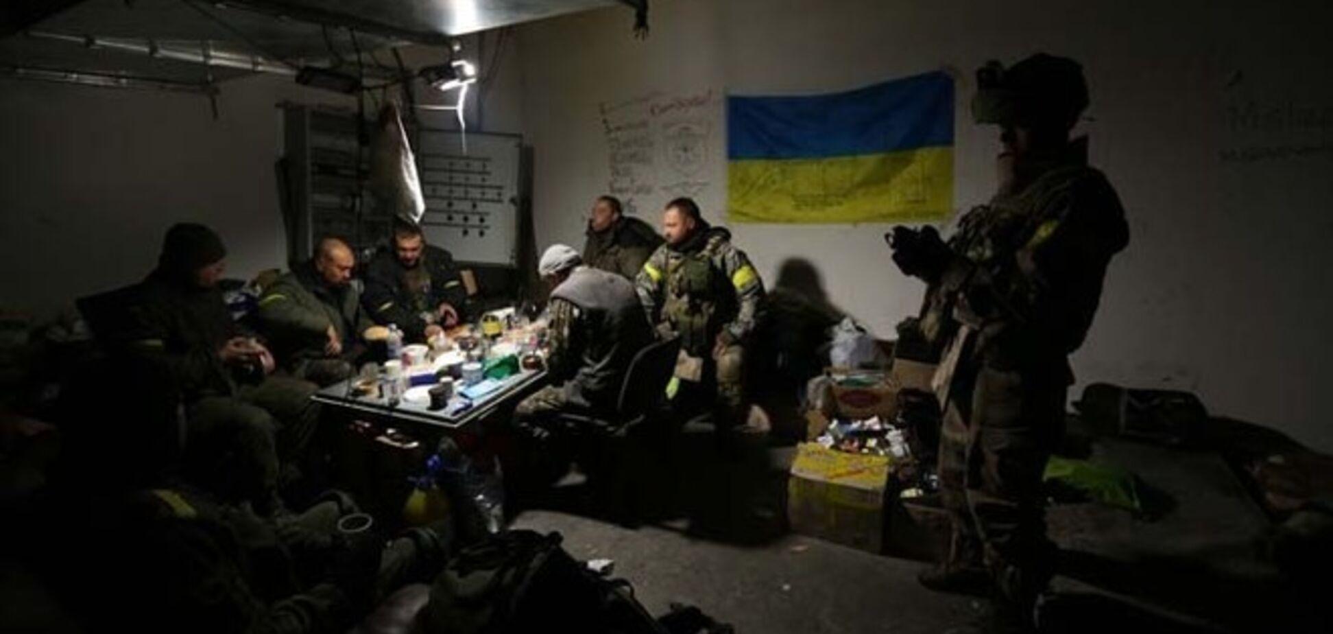 Донецкий аэропорт защищают не говорящие на украинском языке этнические русские 'киборги' - очевидцы