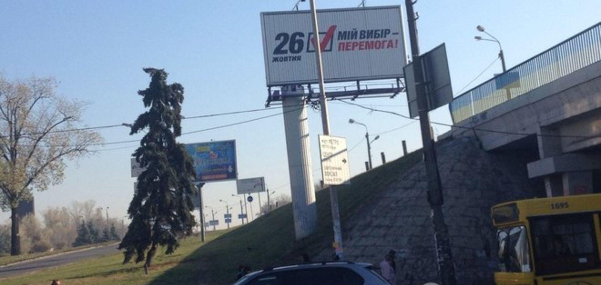 В Киеве забыли снять с бигбордов предвыборную агитацию: фотофакт