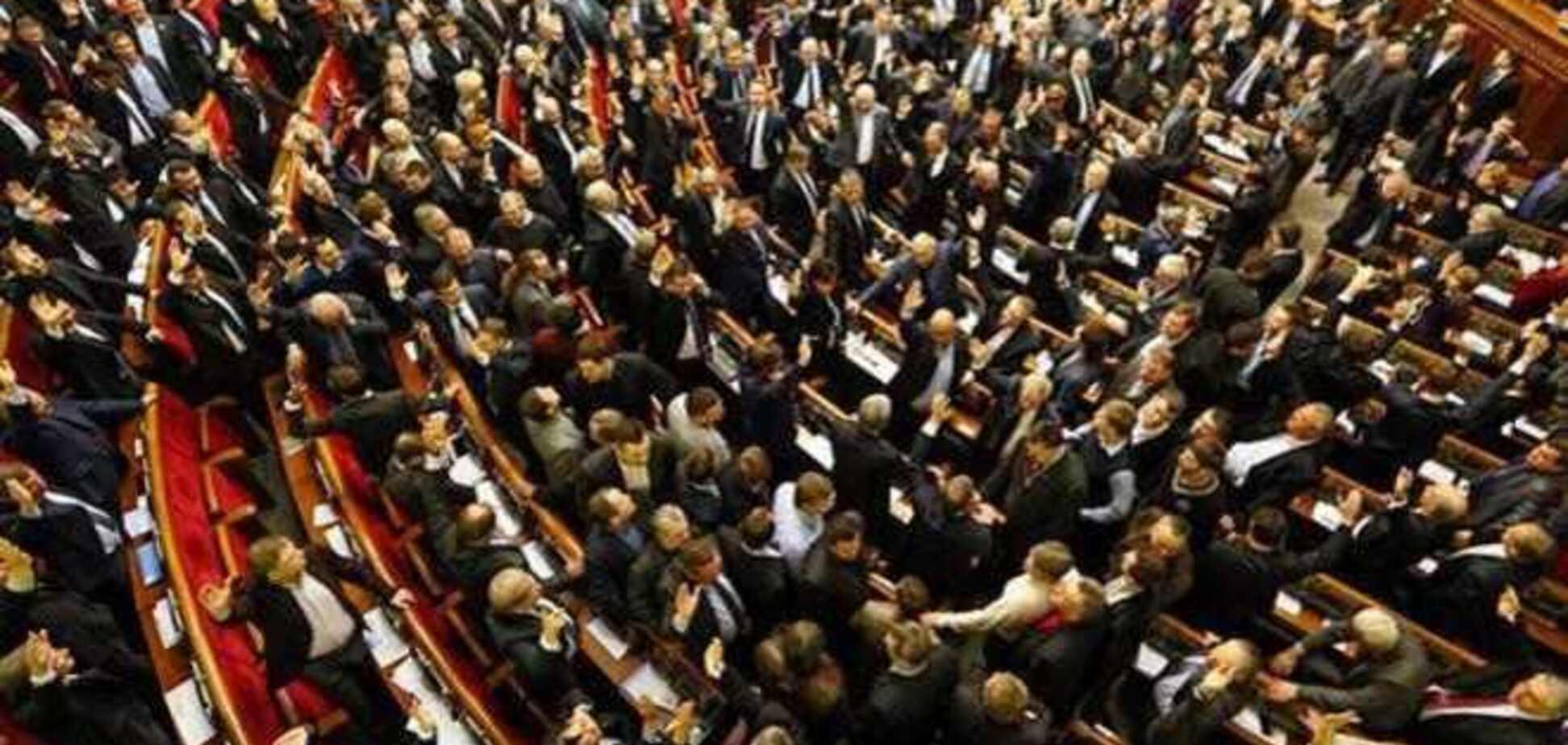 В Раду прошли 64 голосовавшие за 'диктаторские законы' депутата. Инфографика